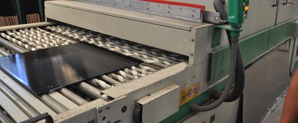 Maquinária Próprio para a produção de vidros de diferentes cores.
